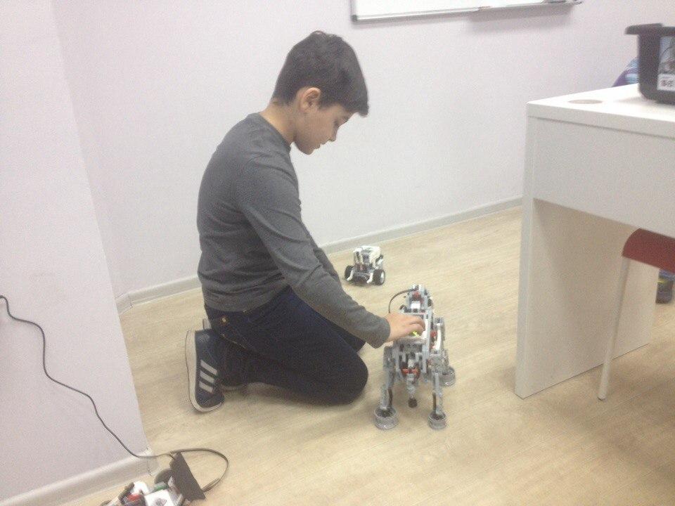 Приглашаем детей от 6 лет в школу робототехники и программирования!